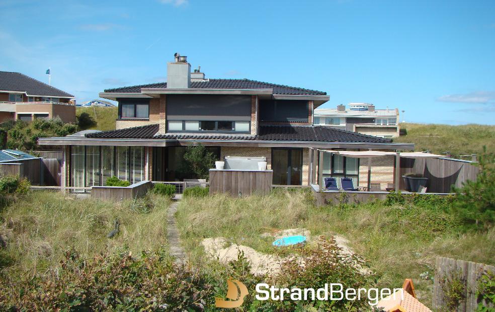 Villa beach life in bergen aan zee grote klasse strand om de ho - Modern huis aan zee ...