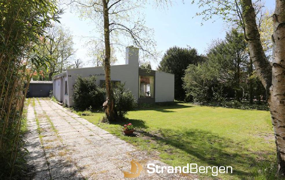 Gulden Huys Bergen mit schönem Garten und Zigeunerwagen