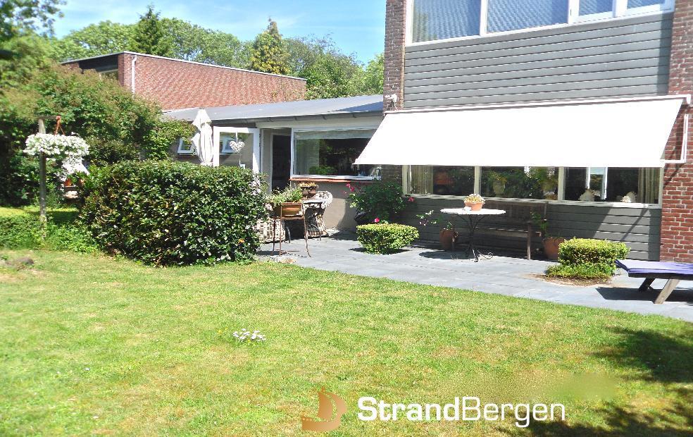 Villa Clematis, komfortables Ferienhaus mit schönem Garten in Bergen