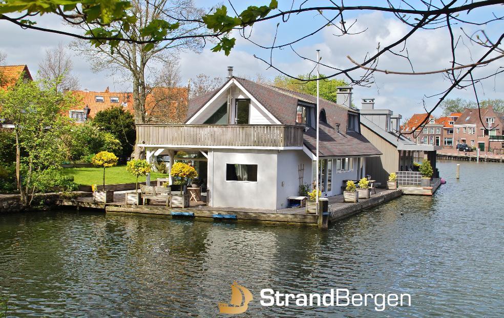 Woonark Hoorn, für einen schönen Urlaub in dem historischen Hafen von Hoorn